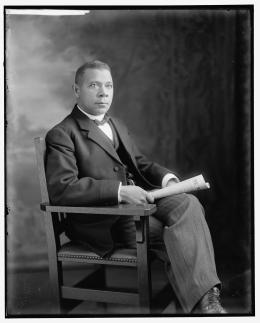 Booker T. Washington portrait. Harris & Ewing photograph, Prints and Photographs Division